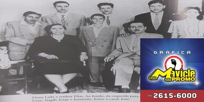 Sentados, dona Laila e seu Elias, e em pé, ao fundo, da esquerda para a direita, Eduardo, Ueze, Nagib, Jorge e Jeannette e, entre o casal, João — Foto: Arquivo